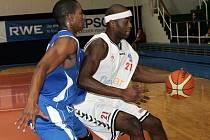Basketbalisté Brna se dočkali první výhry v Mattoni NBL, když porazili Ostravu.