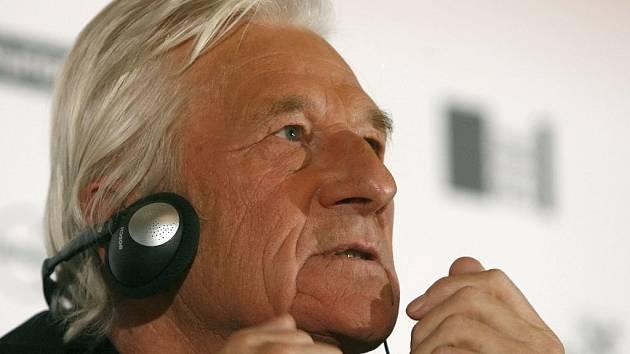 Karel Brückner na tiskové konferenci ve Vídni.