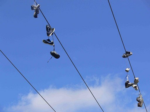 Shoeffiti u hranickému jezu