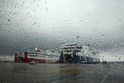 Déšť v přístavu Rafina v Řecku, které zasáhl středomořský hurikán Zorba.
