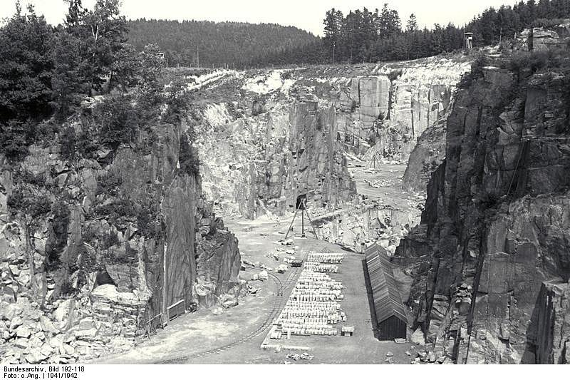 Mauthausenský kamenolom.