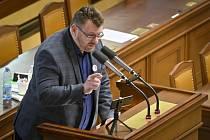 Nezařazený poslanec Lubomír Volný hovoří 26. března 2021 v Praze na schůzi Poslanecké sněmovny