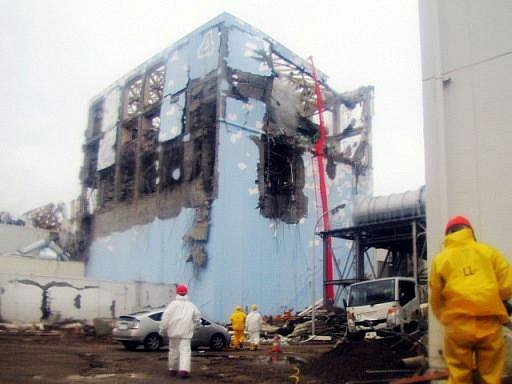 Poničená jaderná elektrárna Fukušima.