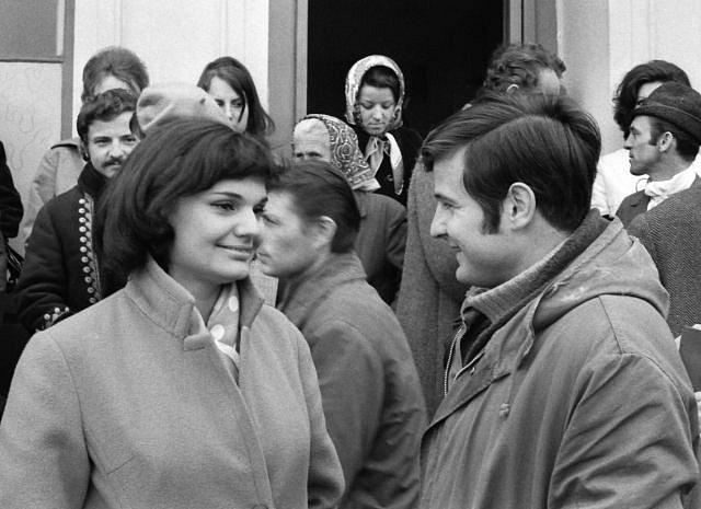 Hana Mašková a Jiří Štaidl na závodišti v Chuchli, 70.léta. V té době se spolu přátelili, bohužel oba dva zemřeli na následky autonehody, ale nezávisle na sobě každý zvlášť.
