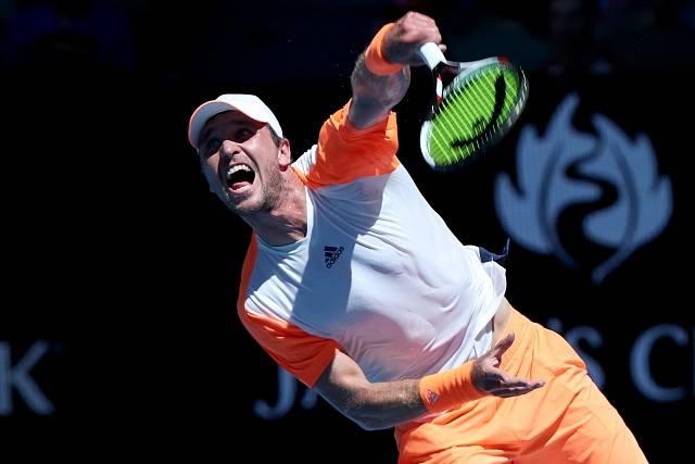 Světová jednička Andy Murray z Británie vypadl senzačně v osmifinále tenisového Australian Open po prohře 5:7, 7:5, 2:6, 4:6 s Němcem Mischou Zverevem (na snímku).