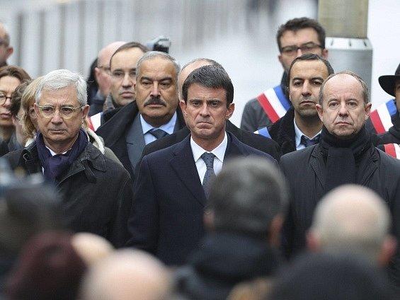 Francie si dnes připomíná první výročí teroristických útoků v Paříži, při kterých na různých místech francouzské metropole zemřelo 130 lidí.