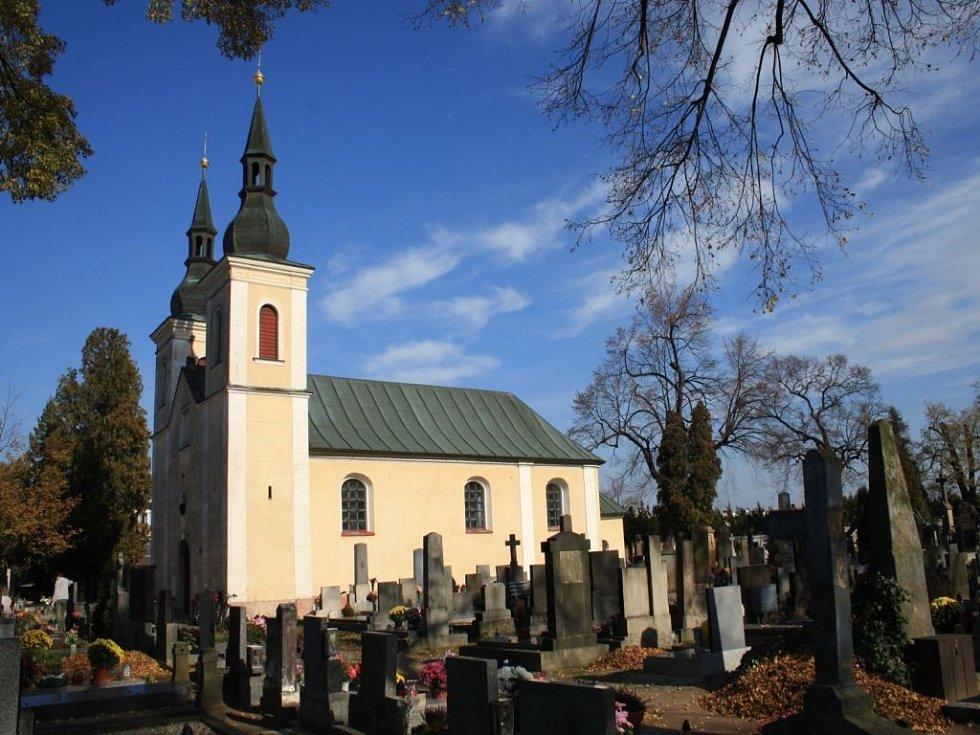 Český poutník: U zdi kostela Navštívení Panny Marie v Přelouči je pochovaný František Veverka.