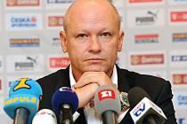 Zamyšlený předseda ČMFS Ivan Hašek během tiskové konference po prvním zasedání výkonného výboru.