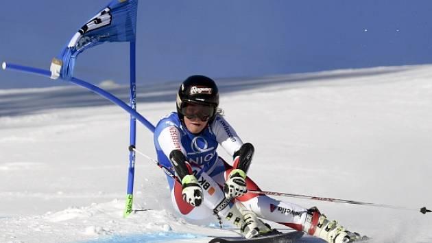 Lara Gutová během obřího slalomu v Lienzu