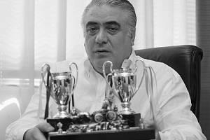 Bývalý šéf Realu Madrid Lorenzo Sanz podlehl nákaze koronavirem. Bylo mu 76 let.