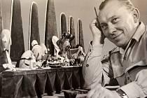 Archivní snímek zachycuje Karla Zemana v průběhu tvorby filmu Král Lávra z roku 1950.