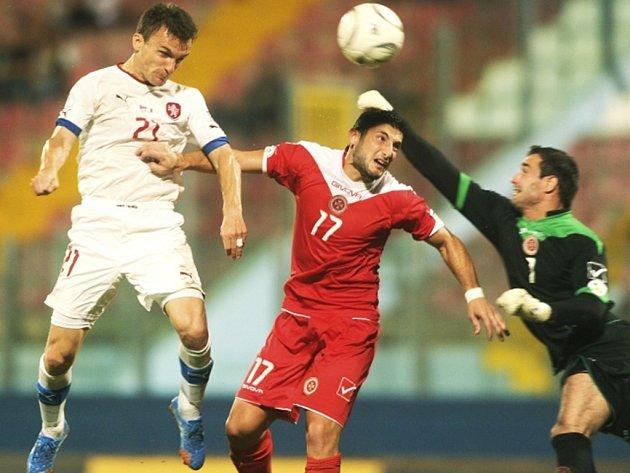 David Lafata střílí gól do branky Malty.