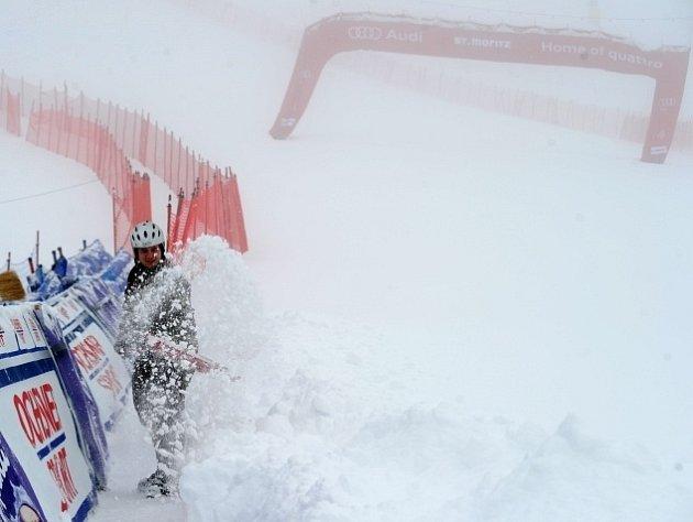 Mlha nepustila lyžaře na trať