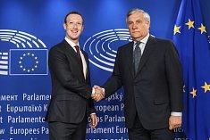 Šéf Facebooku Mark Zuckerberg a předseda Evropského parlamentu Antonio Tajani