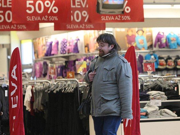 Povánoční slevy v obchodech v Plzni.