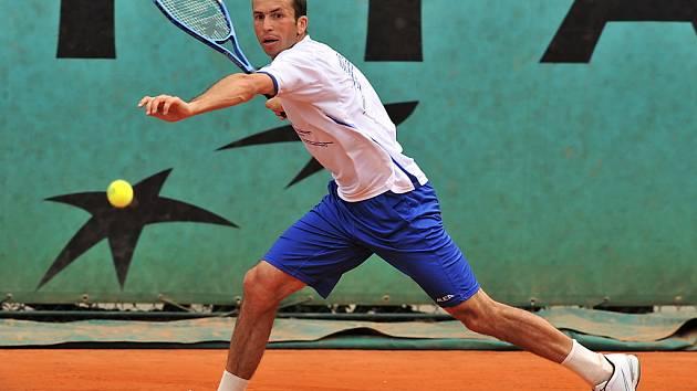 Radek Štěpánek usilovně trénuje na první zápas na French Open 2009.
