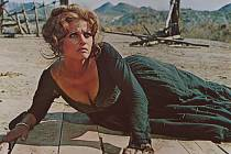 Milovníci klasiky se mohou od 21. 3. vydat do českých kin na slavný spaghetti-western Tenkrát na Západě italského režiséra Sergia Leoneho z roku 1968. Asociace českých filmových klubů jej v rámci Projektu 100 uvádí v kvalitní digitální verzi.