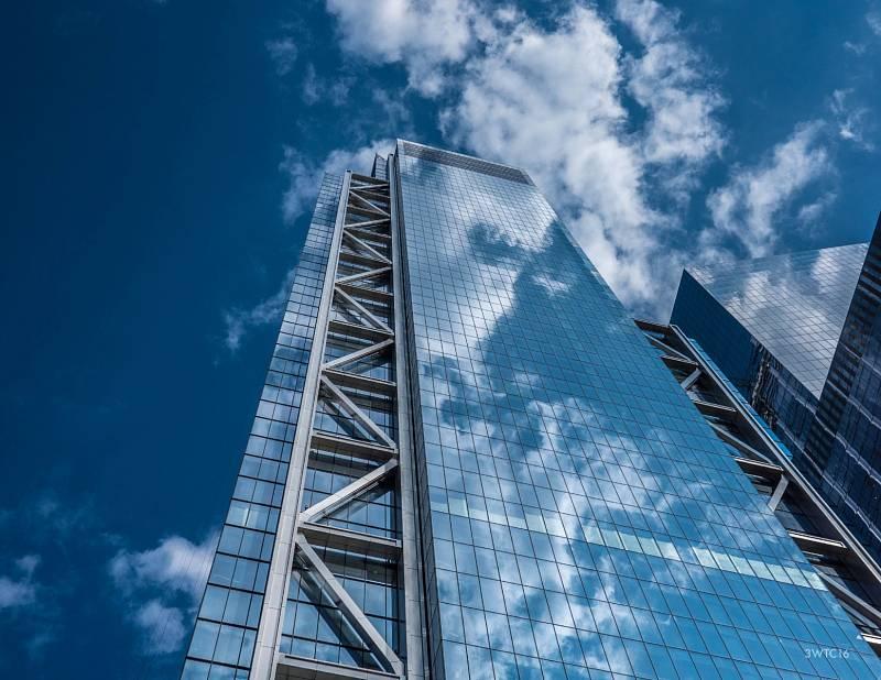Výstavbu budovy Three World Trade Center měla na starost společnost Rogers Stirk Harbour + Partners Projects, přičemž hodnota tohoto mrakodrapu je odhadována na 900 milionů dolarů (téměř 20 miliard korun)