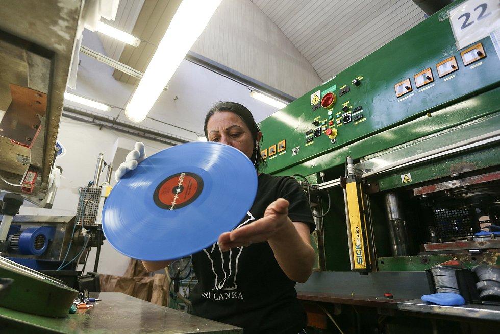 Výroba gramofonových desek ve firmě GZ Media v Loděnici na Berounsku.