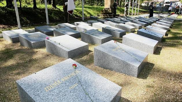 Pietní akt k 66. výročí osvobození u památníku obětem 2. světové války v Rýnovicích