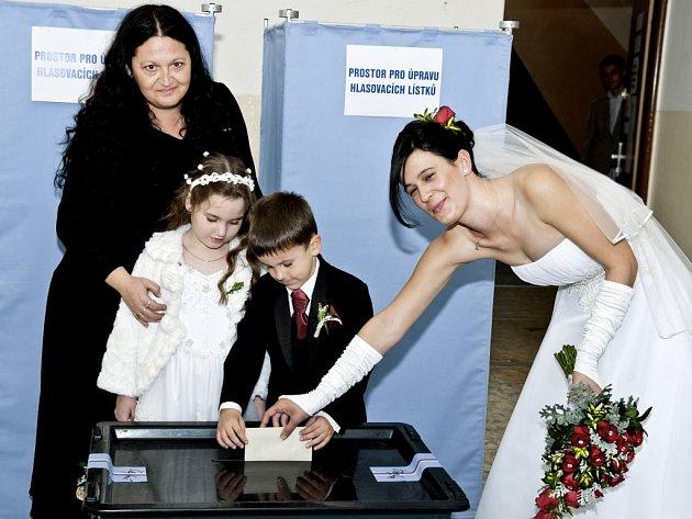 Od voleb přímo na svatbu jela Monika Floriánová.Předčasné volby po Poslanecké sněmovny na Jablonecku.