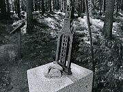 Vandal poničil Gahlerův kříž, pozlaceného Ježíše ukradl
