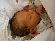 ANNĚ KUČOVÉ a Janu Palašovi z Jablonce se narodil 25. července malý chlapeček. Měřil 45 cm a vážil 2450 g.
