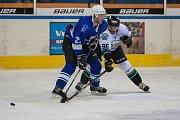 Utkání 20. kola 2. ligy ledního hokeje skupiny Západ se odehrálo 22. listopadu na zimním stadionu v Jablonci nad Nisou. Utkaly se týmy HC Vlci Jablonec nad Nisou a HC Draci Bílina. Na snímku v modrém Jiří Babec.