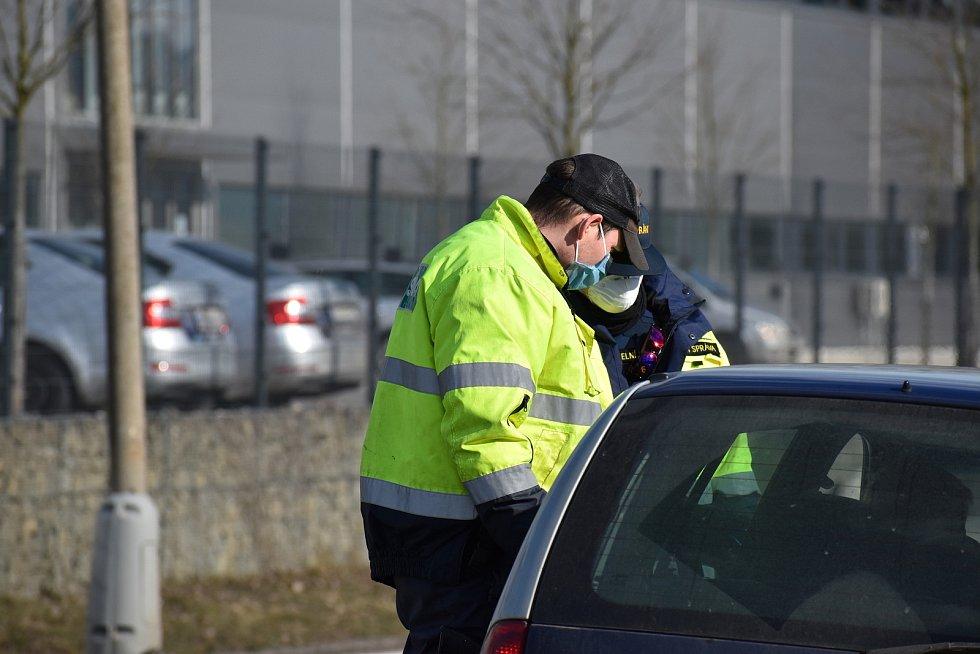 Policejní hlídky kontrolovaly o víkendu pohyb osob po Libereckém kraji. Sobota 6. března