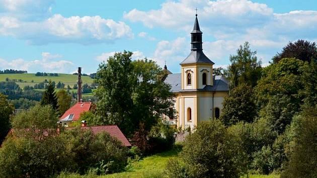 Kostel svatého Václava v Rychnově u Jablonce bude rozeznívat nový zvon. Svěcení připravují na 28. října.