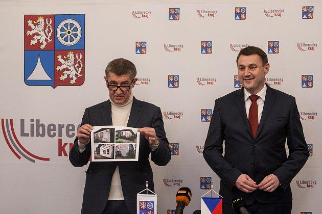 Výjezdní zasedání vlády ČR vLibereckém kraji proběhlo 13.března. Na snímku je zleva premiér vdemisi Andrej Babiš (ANO) a hejtman Libereckého kraje Martin Půta při tiskové konferenci vJablonci nad Nisou.