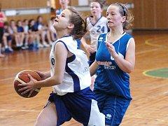 V Jablonci se uskutečnil basketbalový turnaj starších žákyň. Vítěznou trofej si odvezly hráčky Benešova. Jablonec skončil druhý.  Fotografie z utkání o 3. místo: Aritma Praha (bílé dresy) vs BSK Jičín – výsledek 60:50.