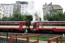 V zastávce Smržovka na Jablonecku v pátek večer začala hořet lokomotiva. Chytla od špatného odvodu spalin.