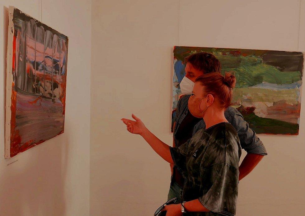 Železnobrodští umělci vystavují v Turnově.