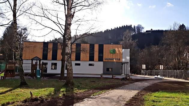 Železný Brod finišuje s přestavbou starého výměníku na sídlišti Jiráskovo nábřeží na novou městskou knihovnu.