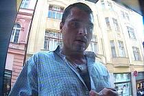 Policisté zjistili, že k výběru došlo bezprostředně po krádeži, a to v úterý 23. srpna ve 14 hodin a devět minut z bankomatu v Komenského ulici v Jablonci.