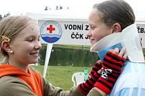 Zda obhájí Rádelští loňské prvenství v celostátním kole o Helpíkův pohár 2009, ukáže až třicátý květen, kdy  nejlepší dvoučlenné posádky pátých tříd  změří síly v poskytování první pomoci.