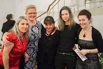 Martina Kinská (druhá zprava) se setkala s členkami brodského Studia Hamlet.