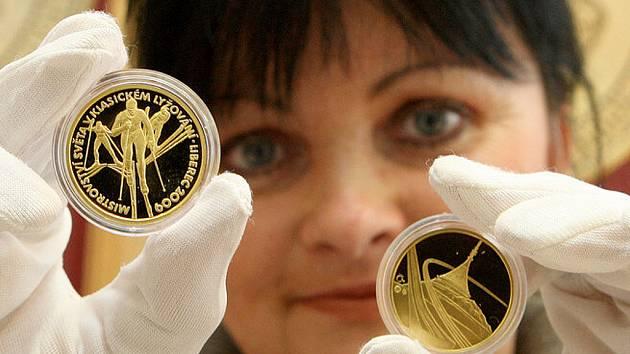 Vlastní emisi zlatých a stříbrných medailí vydá u příležitosti Mistrovství světa v klasickém lyžování v Liberci, do jehož startu zbývá jedenačtyřicet dní, jablonecká mincovna. Medaile jsou dílem výtvarníka Petra Horáka.
