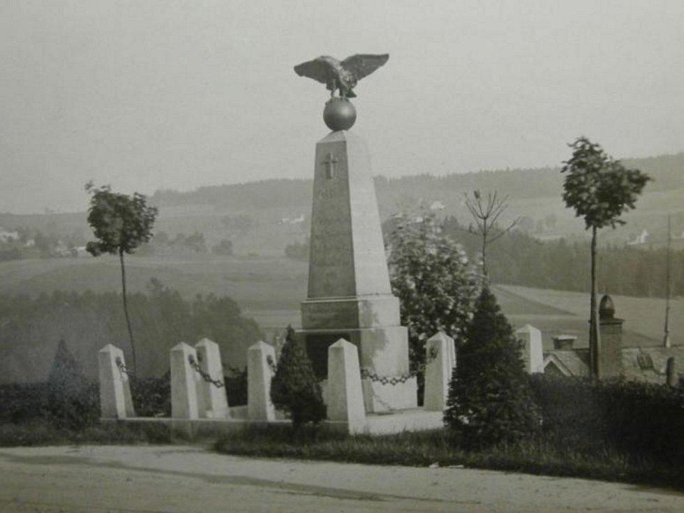 Pomník před sto lety