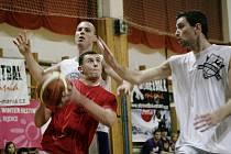 Harcov sportfest 2010. Na festivalu nechyběl ani turnaj ve streetballu.
