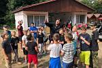 Děti v táboře Krasnov prožili jedno dopoledne s policisty.