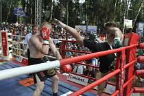 Kickboxer Petr Kareš (vpravo) na turnaji v Rusku.
