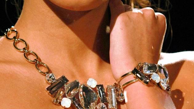 e9ae018d204 Stát prodává šperky za miliony. Zabavil je podvodníkovi - Ústecký deník
