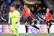 Vítězná penalta. Gólman Hrubý na střelu Ben Arfy nedosáhl.
