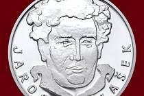 Líc. Autorem návrhu na pamětní stříbrnou medaili s motivem Jaroslava Haška je akademický sochař Michal Vitanovský.