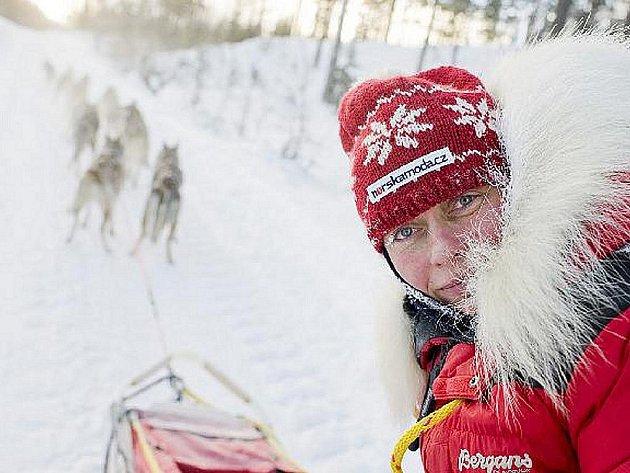 Na start šestisetkilometrového závodu Femundløpet se musherka z Jizerských hor postavila s dvanácti čistokrevnými husky 3. února.