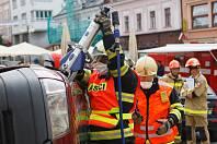 Na náměstí v Jablonci nad Nisou proběhla krajská soutěž ve vyprošťování zraněných osob z havarovaných vozidel.