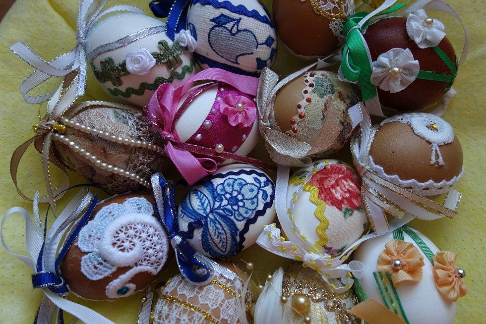 Předávání vajíček a obrázků v Jablonci nad Nisou.