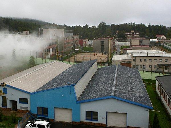 Věznice Rýnovice vsouseství areálu bývalého Liazu.